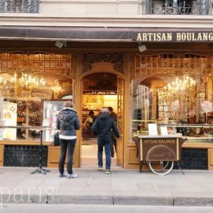 エッフェル塔そば古き良き時代の内装が美しいパン屋さん