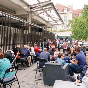 パリのレストラン・カフェは今日から通常!