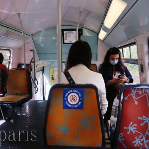 現在パリの平日の電車はこんな感じ