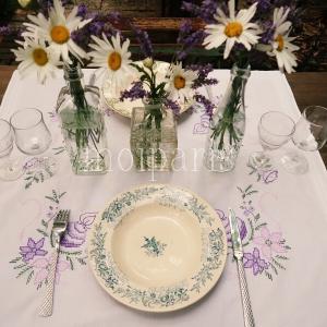 マーガレットとラベンダーのテーブルコーデ