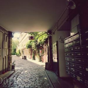 緑豊かで美しいパリの小道パッサージュ