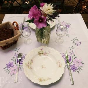 ハイビスカスで夏の爽やかテーブルコーデ