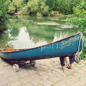 修理したカヌーで美しい夏のマルヌ川へ