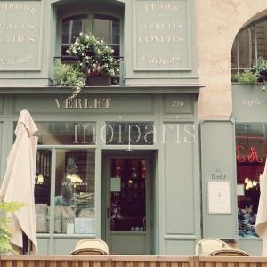 パリの朝、自家焙煎珈琲が美味なシックなカフェ