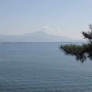 琵琶湖に浮かぶ国宝の神社