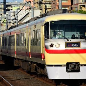 富士見台駅を通過するレッドアロークラシック