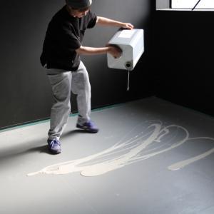 【タカラ塗料ショールームづくり】コンクリートエフェクトペイントを床に塗装!【ベース編】