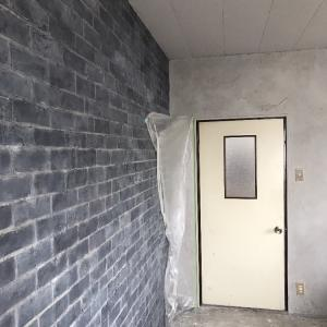 ④社長室を黒煉瓦風に造形しました