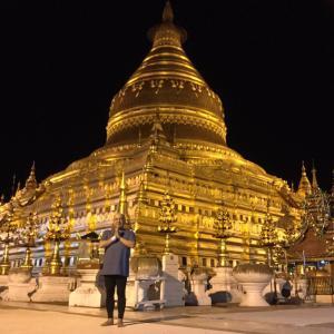 ミャンマーあるある!!パヤ-(パゴダ)やお寺で参拝する