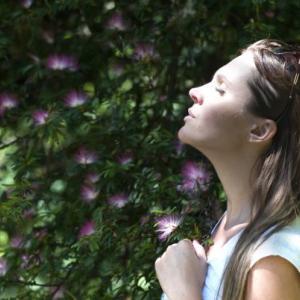 鼻呼吸、正しいのはどっち?口から吐くか、鼻から吐くの2つの方法。