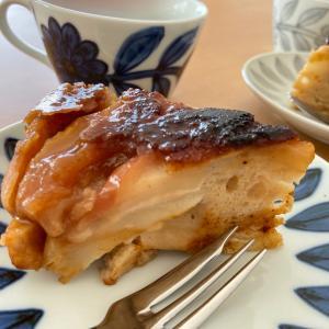 子供たちが作るりんごのタルトタタン風ケーキ♪