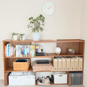 2階本棚の配線をすっきりするために収納用品追加!