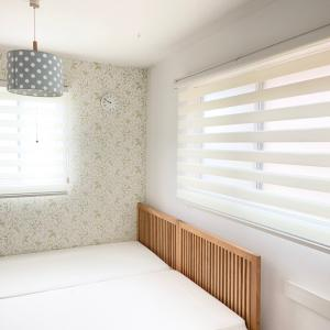 【PR】子供部屋が大変身!カーテンレールに取り付けられる調光ロールスクリーン♪