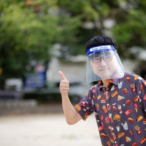 マスクはまだいいけど、透明のプラマスクみたいなのしてる人見ると笑っちゃうんだけどwww。 #フェイスシールド #コロナ