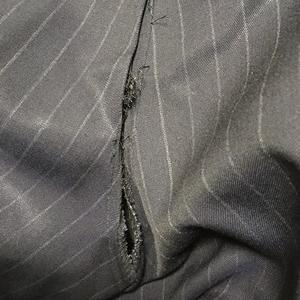 夫、太り過ぎでスーツのお尻が破れる!