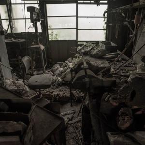 廃虚の義肢工場