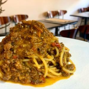 営業内容とランチのスパゲッティ