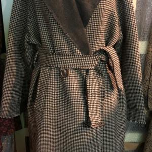 アンティークな雰囲気のミディ丈コート〜〜〜   ゆっくり  イタリア商品