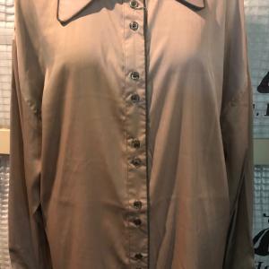 サテンのクラシカルなシャツ〜〜〜     欲しい1枚  お袖もCOOL