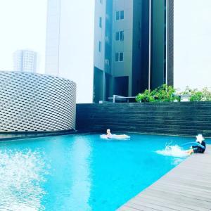 朝のプール。
