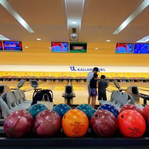 シンガポールでボウリング。Kallang Bowl