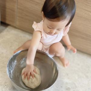 自家製酵母ベーグルと1歳1ヶ月。
