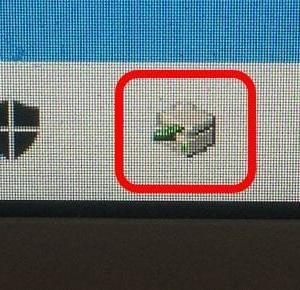 ノートパソコンの DVDトレイ は開けにくい