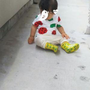 【1歳1ヶ月と21日目】雨でも外テックしたくて泣き