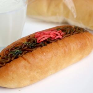 老舗パン屋の四角い焼きそばパン?!