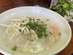 近くのベトナム料理店でフォー食べてきた