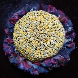 100均糸で編んだ帽子をゴージャス仕様に♡