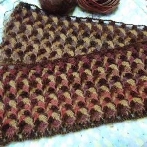 廃番糸を使って編み始めたストールとオカマ記号♡