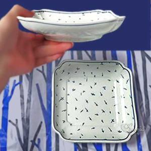 東屋の使い勝手の良い木瓜角皿 スコープ別注ヒラヒラ柄の正角買いました