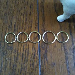 真鍮のシンプルなリング。