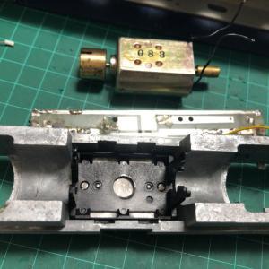 LIMA FS E447 電気機関車の穴あけ
