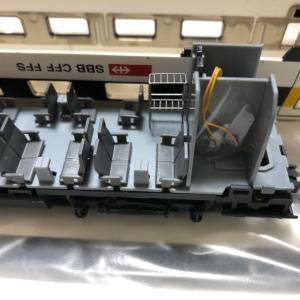 【HOゲージ】SBB RABDe500電車に室内灯を取り付け