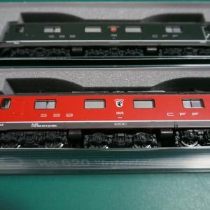 KATO SBB Re6/6 電気機関車が入線