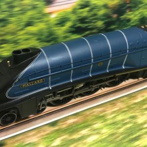 HORNBY LNER A4 MALLARD 号入線