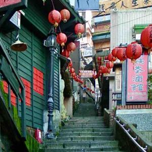 シリーズ・リアル世界の路地裏で @  台湾(中華民国)新北市瑞芳区九份 「観光客のいない早朝の老街で」