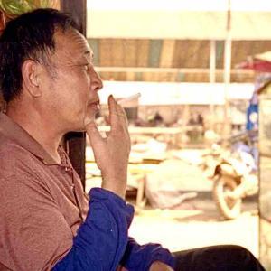 シリーズ・僕はこんな街々で過ごしてきた @ 中国(中華人民共和国)雲南省西双版納傣族自治州勐海県勐混(モンフン)鎮 「サンデーマーケットで」(MAR., 2007)