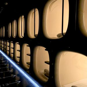Column・Essay・Diary・Statement 世界の安宿で @ 成田空港 「9 HOURS (ナイン・アワーズ)」