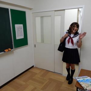 教室でおはよ〜