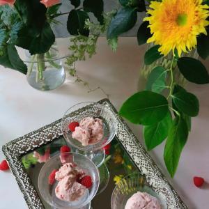 夏の日差しが戻った日にピッタリの、ラズベリーアイスクリームのレシピをご紹介します