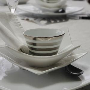エミココキッチン後半☆テーブルコーディネートはスクエアーの組み合わせでね