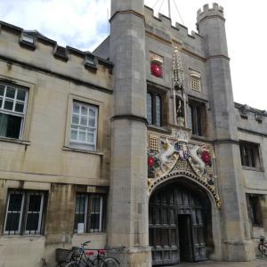ケンブリッジ大学内を見学とホーキング博士が造った奇妙な時計と手巻き寿司パーティー