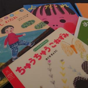 はじめての子育て講座交流会〜赤ちゃんも絵本や音楽を楽しんでいます