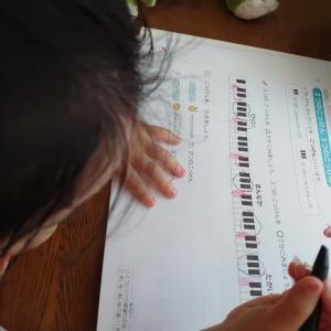 幼児年少ピアノ  2つと3つの黒い鍵盤さがしたよ