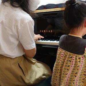 年少ピアノ   とんぼのめがねは何色?