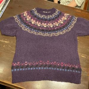 丸ヨークの編み込みプルオーバー