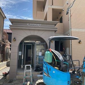 新築賃貸マンションの館名表示